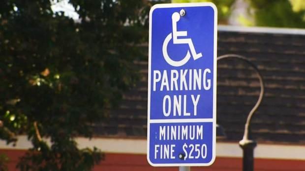 Video: Alertan de permisos falsos para discapacitados