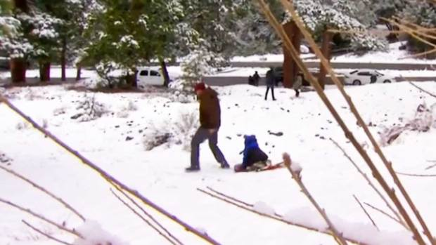Video: Nieve en montañas del sur de California
