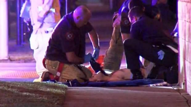 Video: Hombre recibe ocho balazos en plena calle