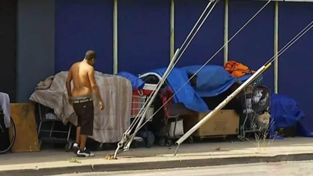 """Video: Declaran """"estado de emergencia"""" por indigentes"""