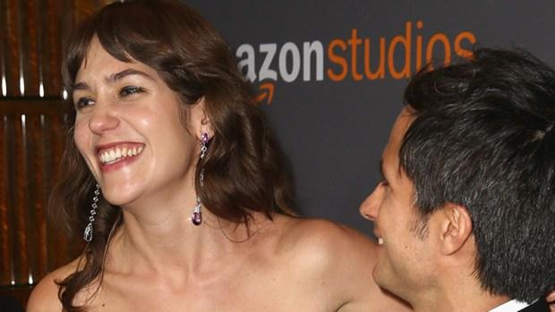 Actriz causa revuelo por axilas velludas en los Golden Globes