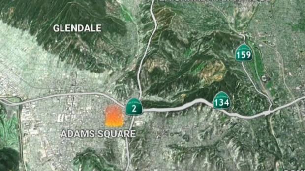 [TLMD - LA] Cierran autopista 134 por incendio de maleza