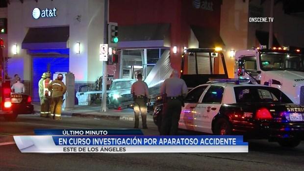 [TLMD - LA] Vehículo choca contra una tienda de celulares