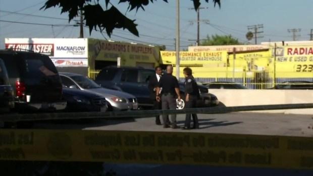 [TLMD - LA] Dos heridos en tiroteo dentro de restaurante