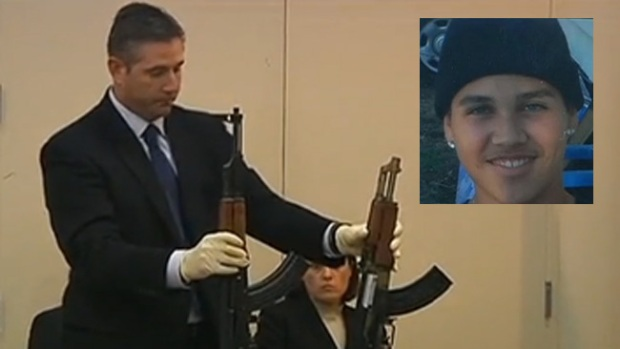Video: Exigen justicia tras muerte por arma falsa