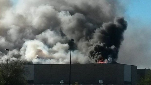 Video: Kansas: se estrella avioneta en edificio