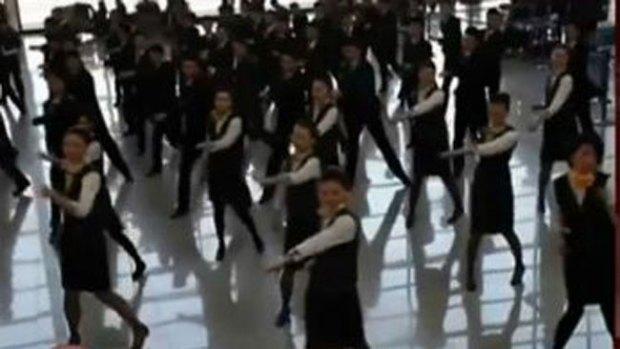 Video: No creerás lo que hacen bailando así