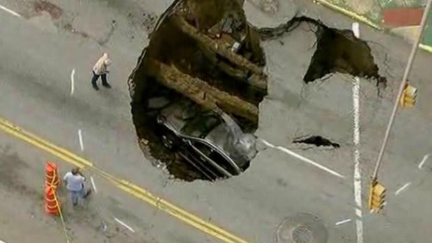 Video: La tierra se tragó un auto en Ohio
