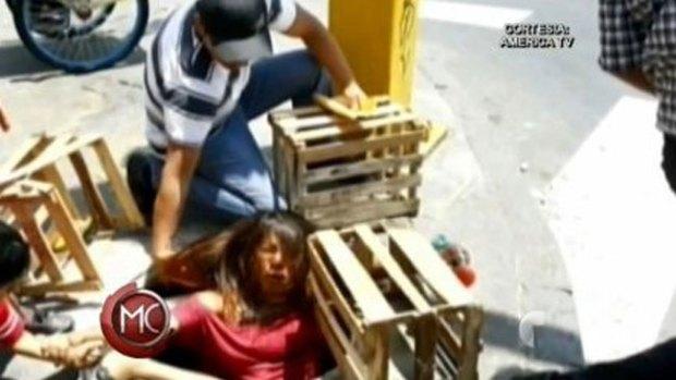 Video: Embarazada cae por hueco y sobrevive
