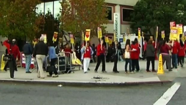 Video: Enfermeras de CA se van a huelga