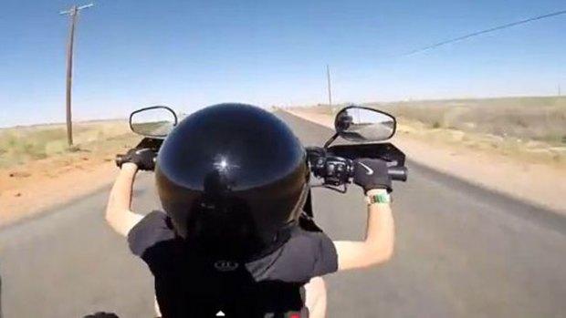 Video: Niño de 6 años maneja Harley a todo dar