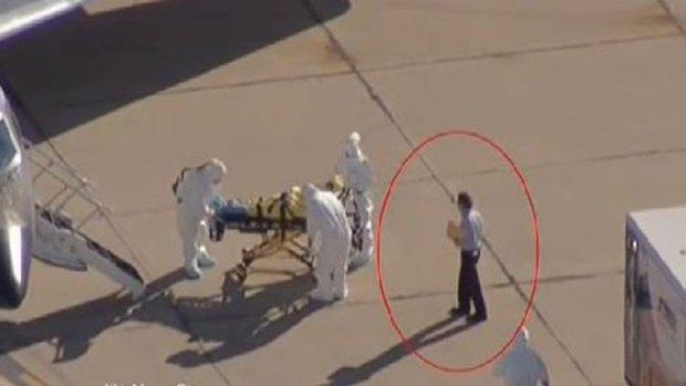 Video: Ébola: ¿Quién es el señor de la carpeta?