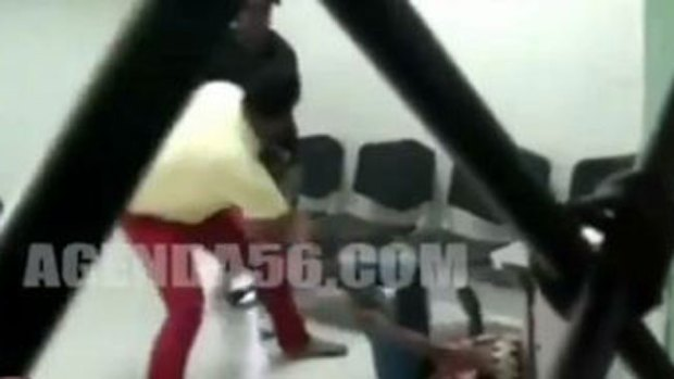 Video: Apuñalan a mujer en vivo en hospital