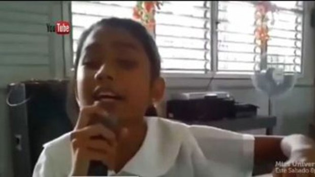 Video: Niña ciega canta como Miley Cyrus