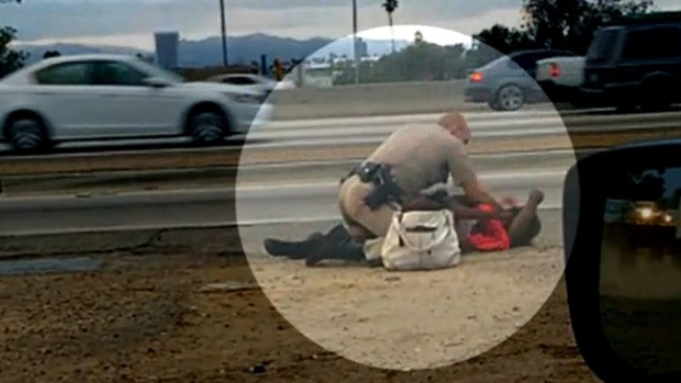 Video: Policía golpea brutalmente a mujer