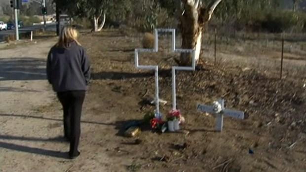 Video: Retiran cruz entre lágrimas y quejas