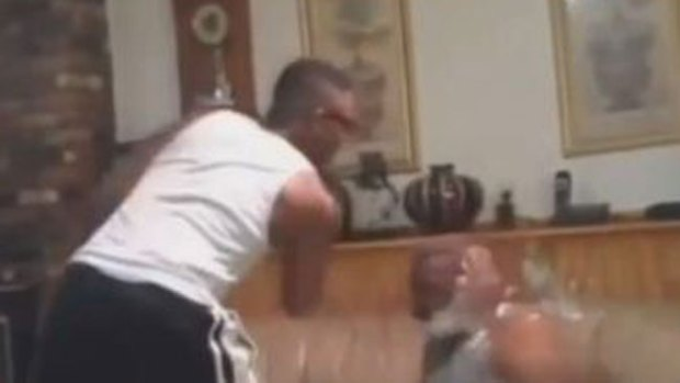 Video: Smack him: brutal juego causa alarma