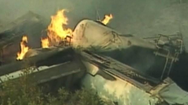 Video: Investigan tren descarrilado