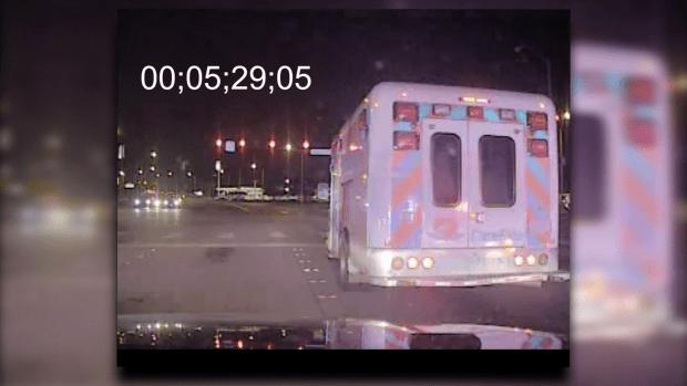 Video: Ladrón se detiene en semáforos rojos