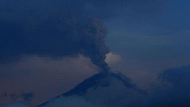 Video: Explota el feroz volcán Tungurahua