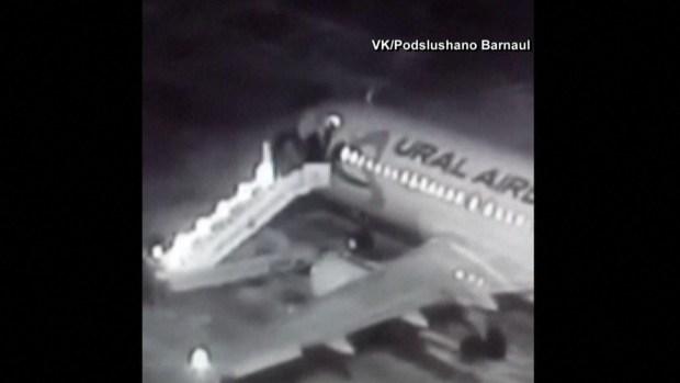 Varios heridos tras romperse escalera de avión