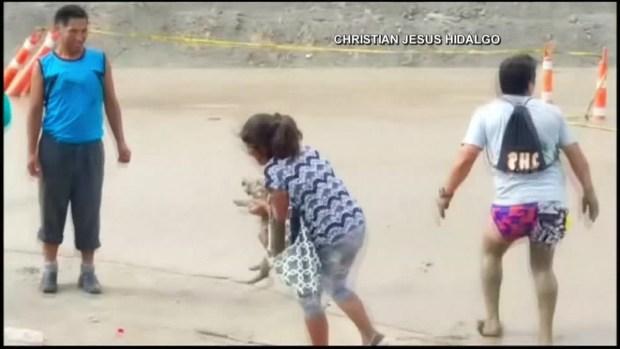 Mujer se salva de milagro durante deslave en Perú