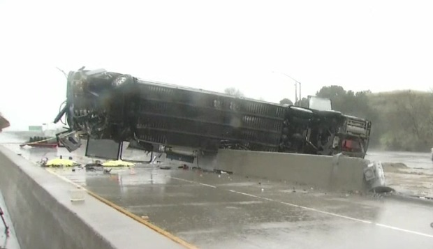 Mortal accidente de autobús paraliza autopista