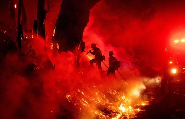 Fotos: Incendio María quema colinas del condado de Ventura