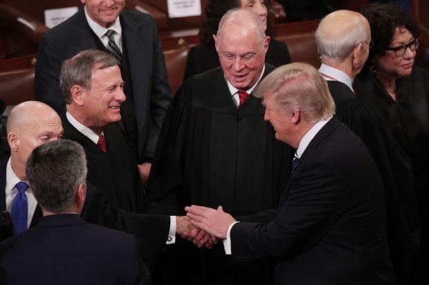 ¿Se hartó? Trump ataca pero juez del Tribunal Supremo le lanza insólita respuesta