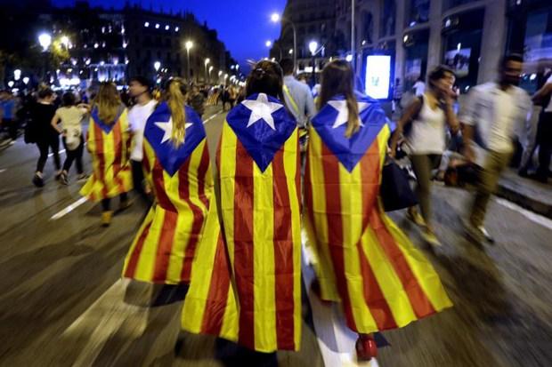 Parlamento catalán declara la independencia