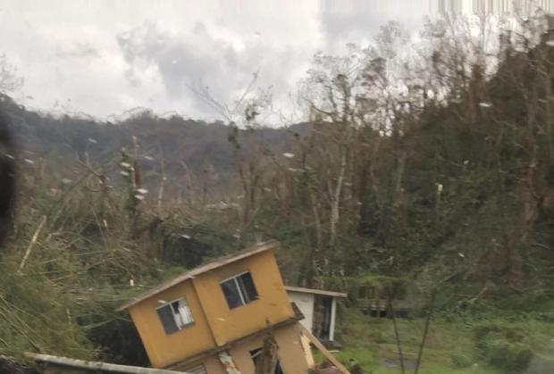Puerto Rico: Devastado, incomunicado y agobiado