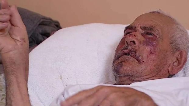 [TLMD - LA] Brutal golpiza a abuelito que caminaba por su vecindario