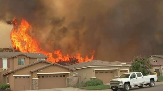 [TLMD - LA] Incendio obliga a ordenar nuevas  evacuaciones