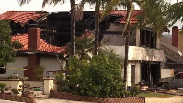 [TLMD - LA] Investigan caída de avioneta que cayó sobre casa