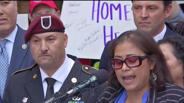 [TLMD - LA] Soldado deportado se convierte en ciudadano
