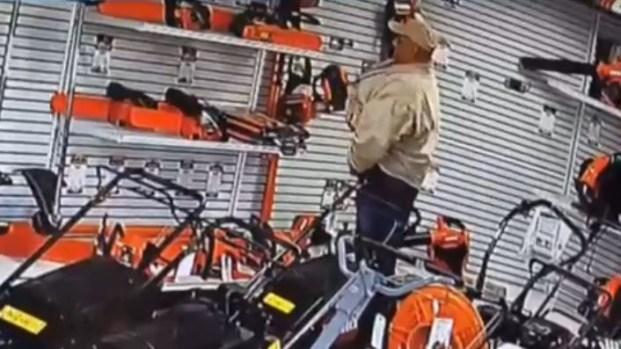 [TLMD - LV] Se mete motosierra en los pantalones y huye sin pagar