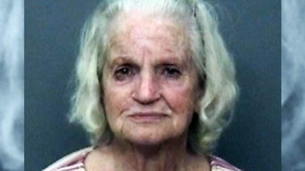 """Anciana violenta: la acusan de dispararle a niños """"ruidosos"""""""