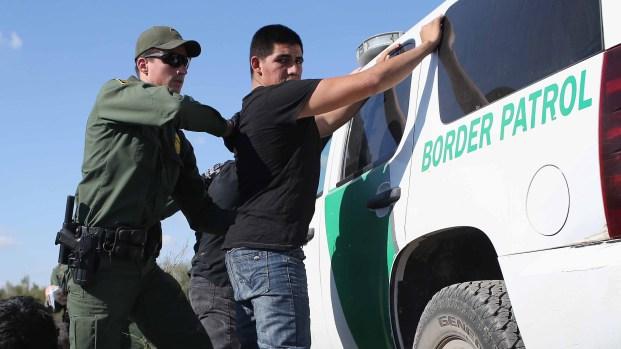 AP: Patrulla Fronteriza enfocada en hispanos tras asilo