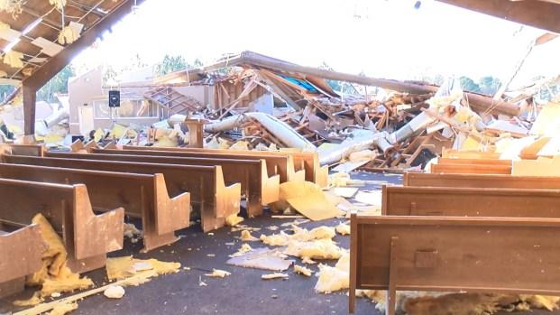 Tornado arrasa con todo y causa mortal colapso de edificio en Mississippi