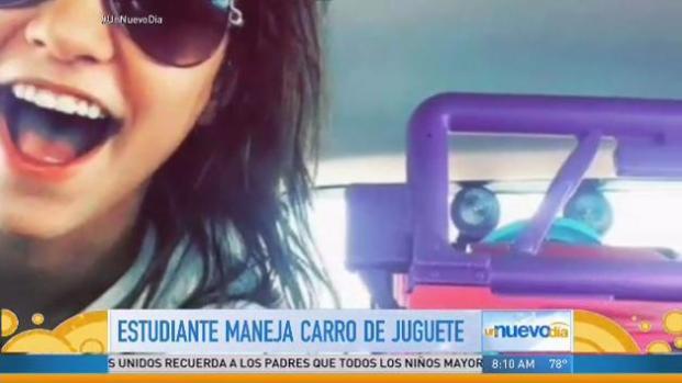 Viaja en Jeep de juguete porque le suspendieron licencia