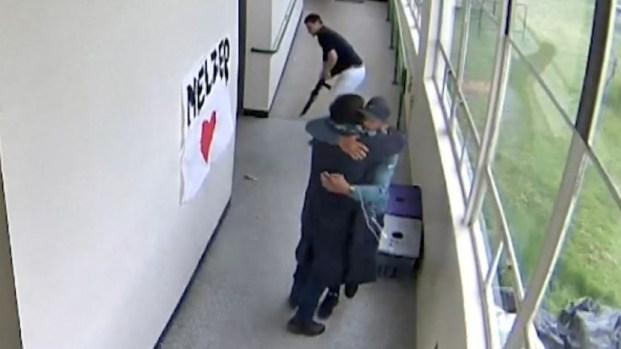 [TLMD - NATL] Video viral: entrenador desarma a estudiante con abrazo