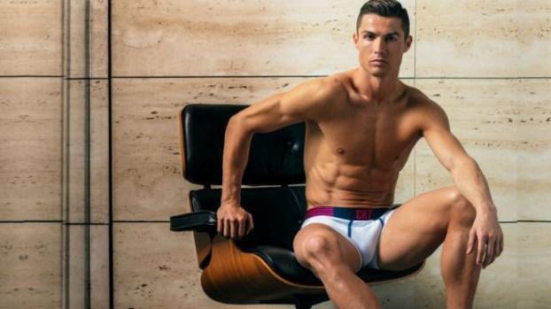 Cristiano Ronaldo sube la temperatura en calzoncillos