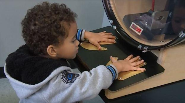 [TLMD - NATL] Visita al museo con su nieto le salva la vida