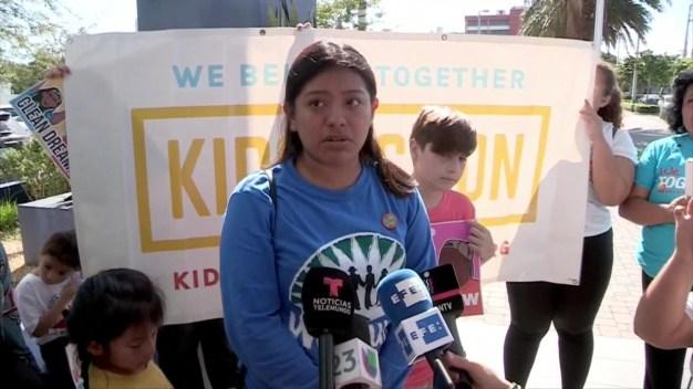 Niños piden alivio migratorio para dreamers