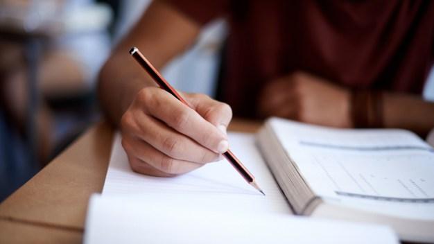 Estudiantes reciben asesoramiento para estudios universitarios