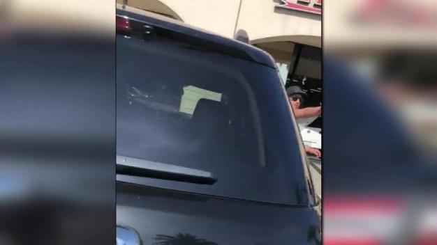 Conductor pierde el control y choca contra un gimnasio