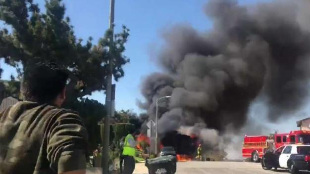 Camión de basura estalla en llamas