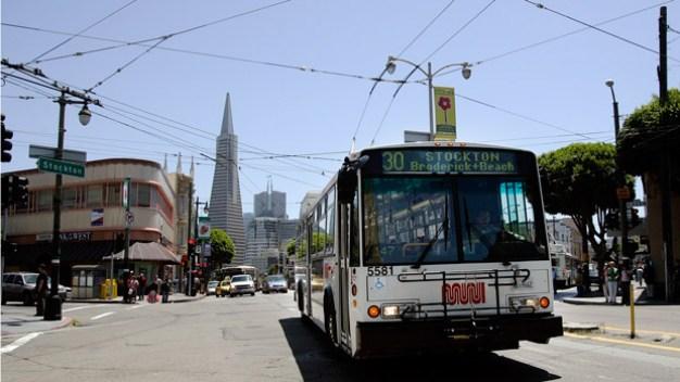California eliminará flota de buses de combustible fósil