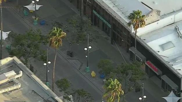 Evacúan área de Santa Mónica