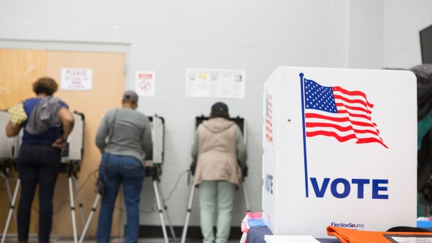 No olvide registrarse para votar